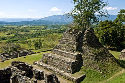 priroda-vzyala-verx-nad-drevnim-gorodom-tonina-meksika