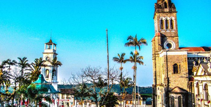 Архитектурная достопримечательность приходская церковь Сан Франциско де Асис, Куэцалан, Мексика