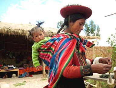 raznocvetnaya-shal-reboso-ispolzuemaya-takzhe-kak-sling-dlya-detej-meksika