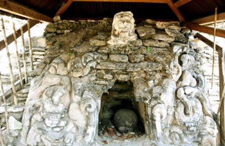 ruiny-xrama-drevnego-goroda-indejcev-majya-tonina-chiapas