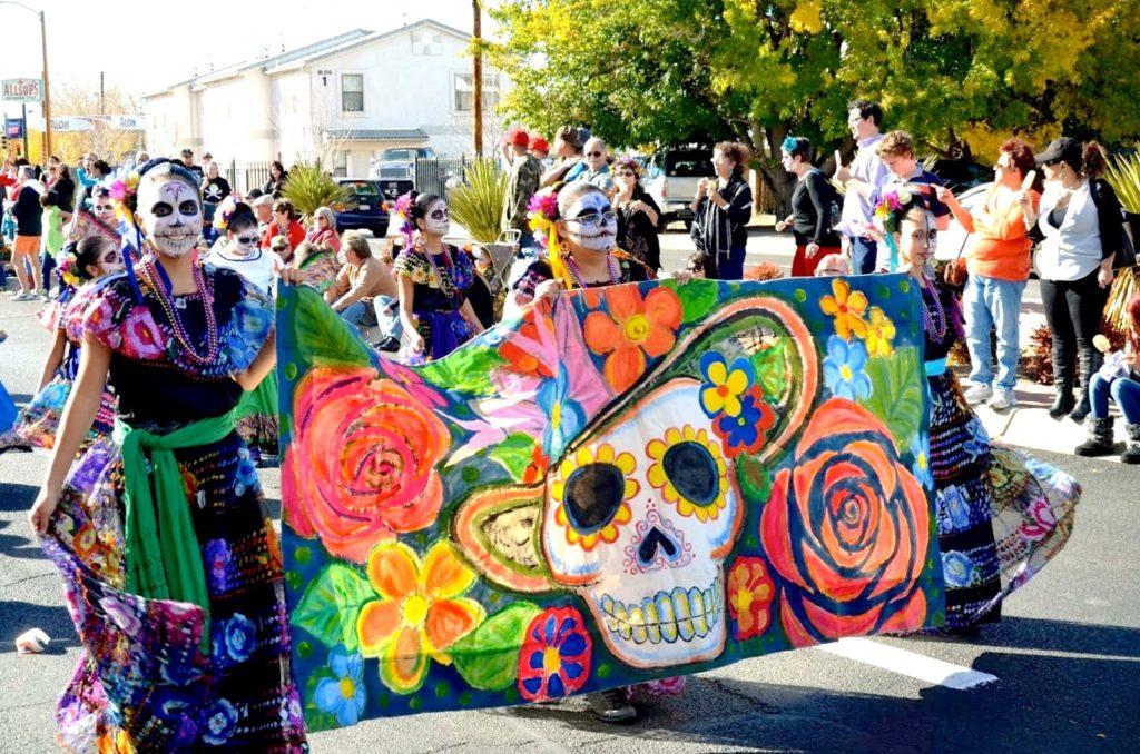 Уличные гуляния и празднование Дня Мертвых, Мексика