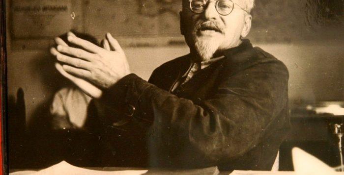 Революционер Лев Троцкий