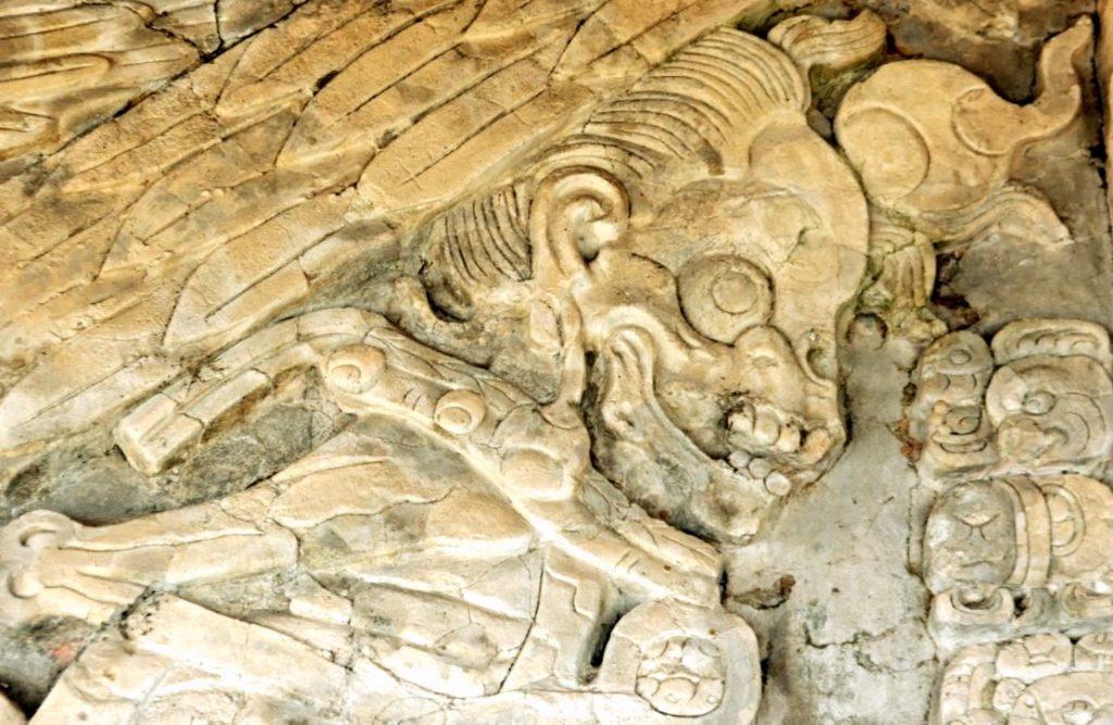 Найденные артефакты каменные фрески города Тонина, Мексика