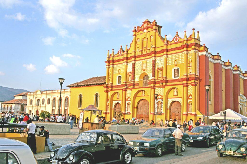Главная достопримечательность туристического колониального городка Сан Кристобаля является одноименный Собор Святого Кристобаля, Штат Чиапас