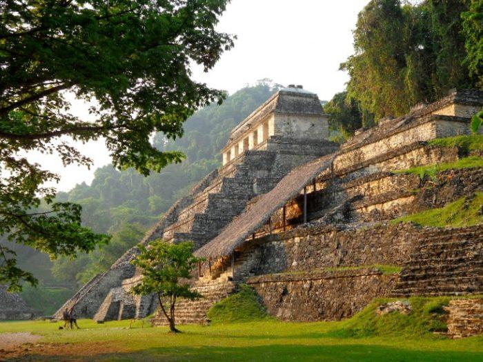 Храм Надписей, загадки которого до сих пор не разгаданы. Паленке, Мексика