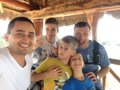 Денис - лучший папа троих пацанов!