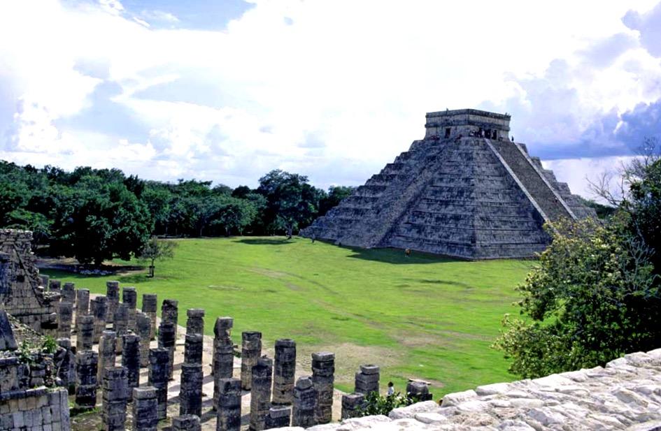 Легендарная пирамида пернатого змея Кукулькан и Храм Воинов в Чичен-Ица