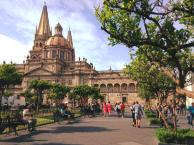 Главная площадь города Гвадалахара - Плаза Лас Армас, штат Халиско