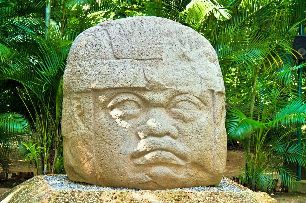 Голова ольмека в Мексике