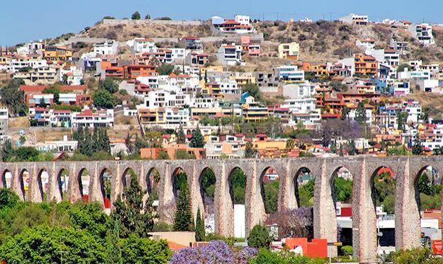 Акведук - главная достопримечательность города Сантьяго-де-Керетаро