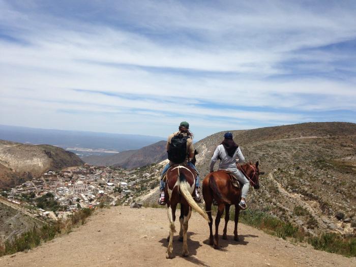 Арсен и Марк, наблюдая за городом Реал де Каторсе