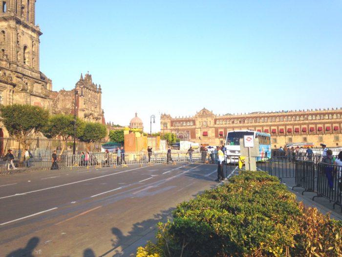 Часть площади Сокало в Мехико сити