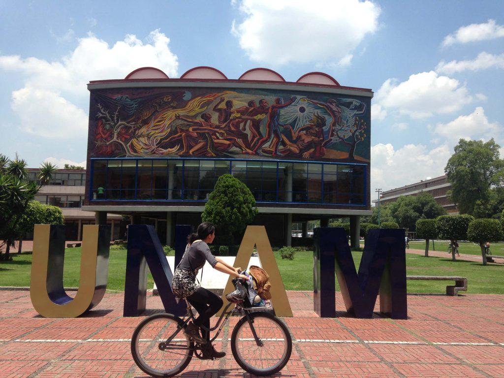 Главный корпус Национального Автономный Университет Мексики