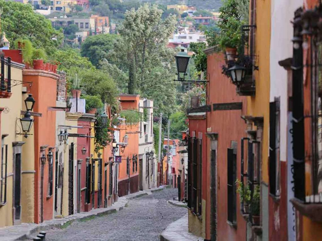 Шарм крутых и невероятно красивых улиц города не передать словами