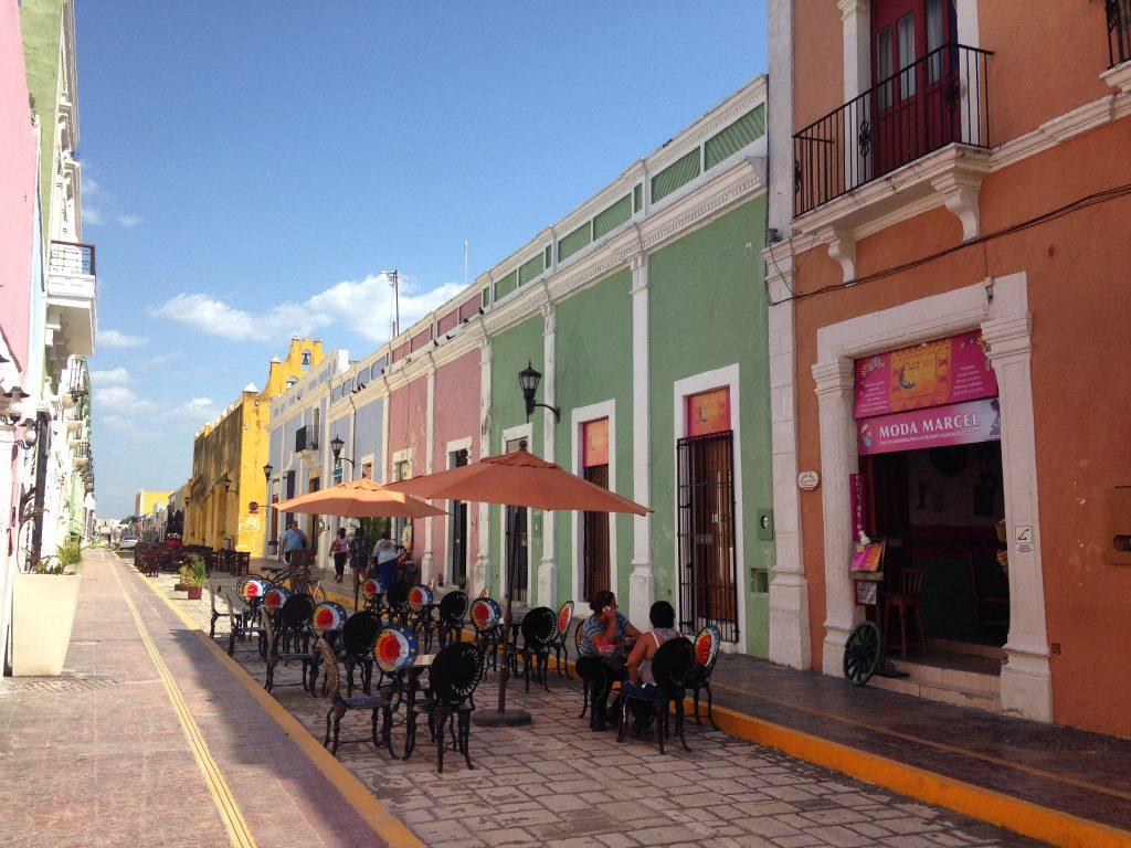 Уютные и разноцветные улочки города Кампече