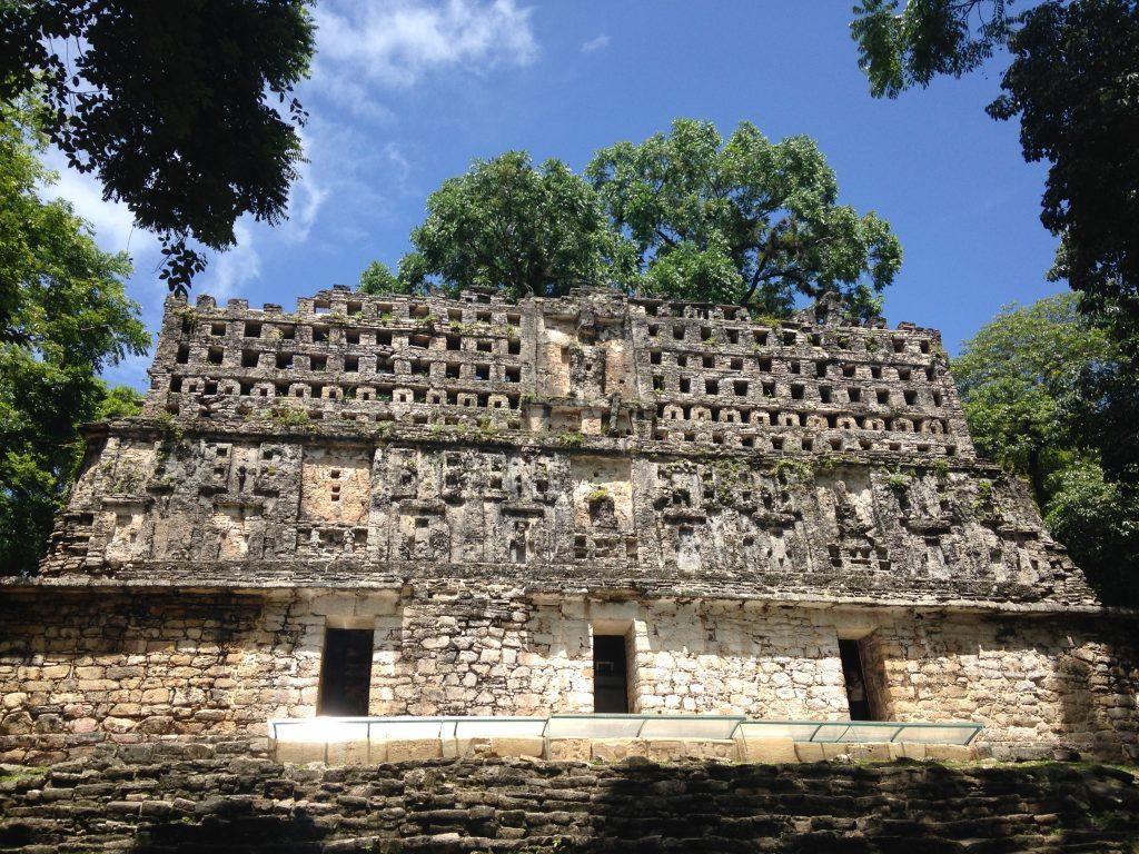 Большой Акрополь древнего города майя Яшчилан