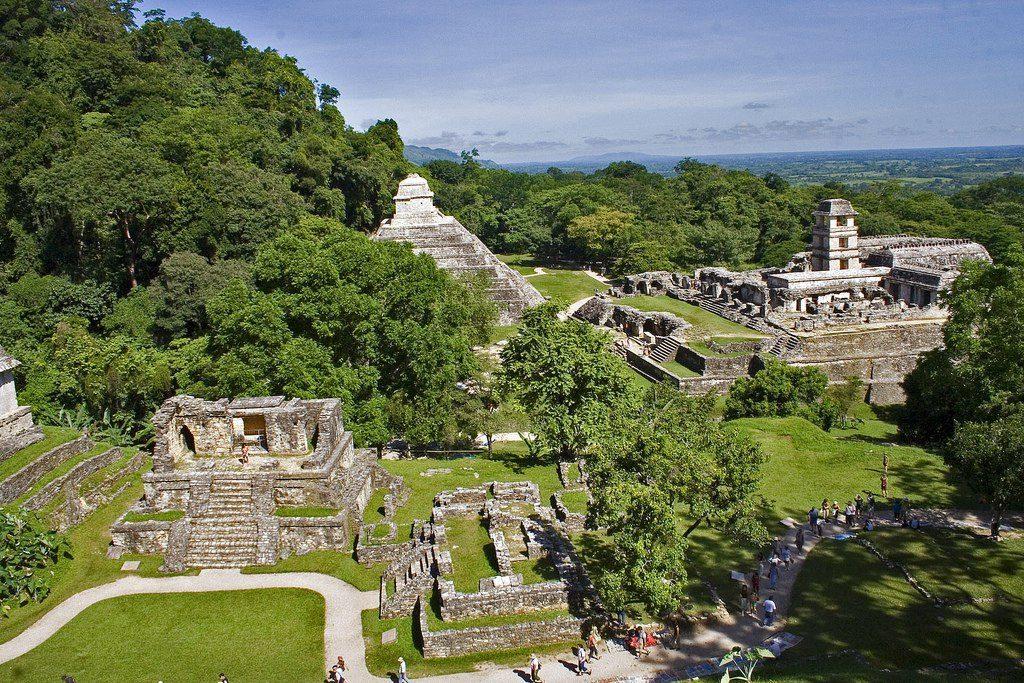 Паленке — крупнейшие руины древнего города майя, расположенные на северо-востоке мексиканского штата Чьяпас.