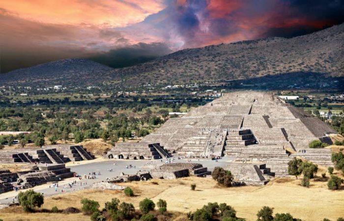 Пирамида Луны в Теотиуакане.