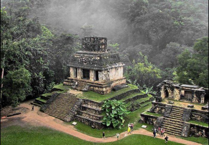 Паленке - древний город майя, его осмотр входит в  5-дневный маршрут.