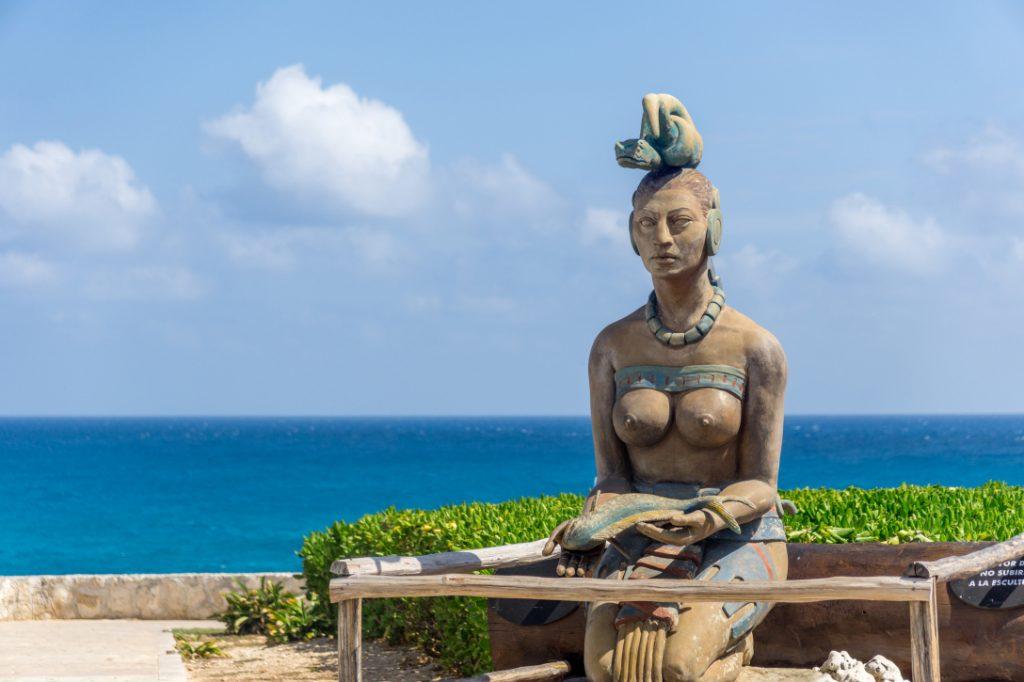 Богиня Луны Иш-чель на острове женщин
