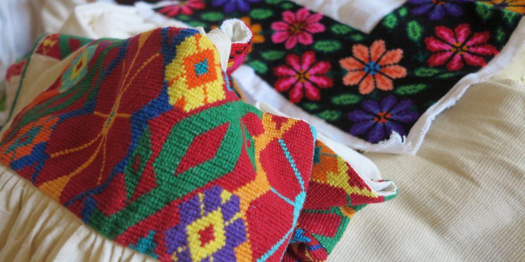 Основное женское ремесло – создание традиционных костюмов.