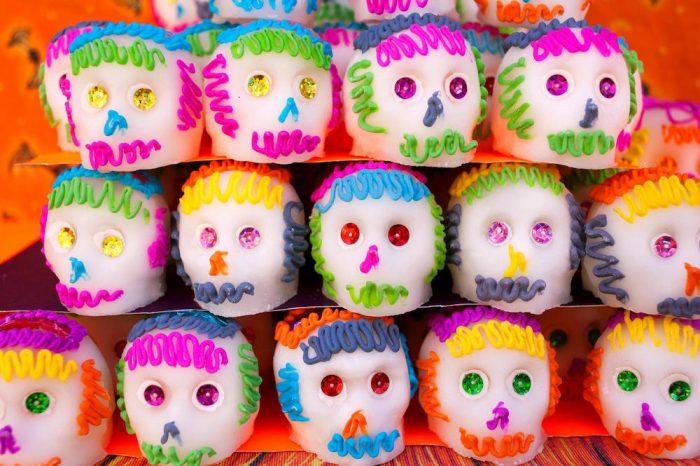 """""""Сахарные черепа"""" на день мертвых это лучший подарок детям."""