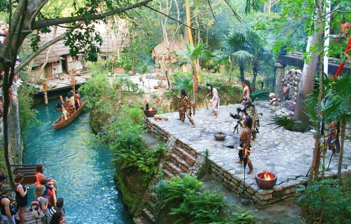 Шоу в деревне индейцев майя, парк Шкарет, Мексика