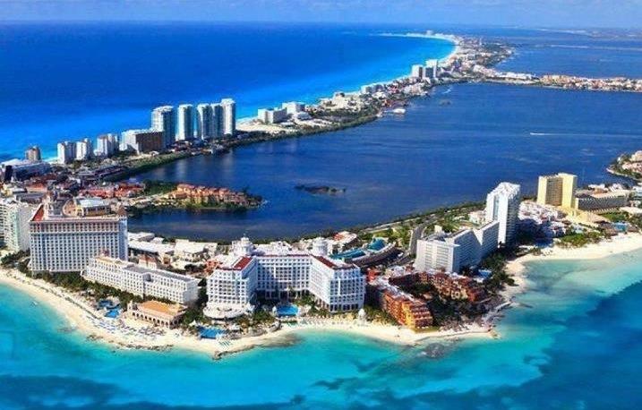 Белопесочная пляжная полоса в Канкуне