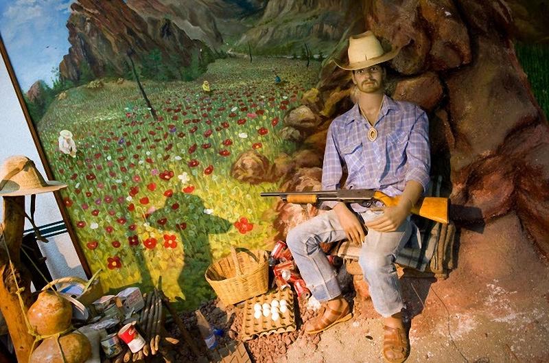 Охранник наркоплантаций. Муляж в Музее наркотиков в Мексике