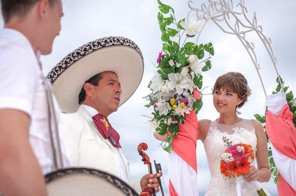 Празднование годовщины свадьбы в Мексике