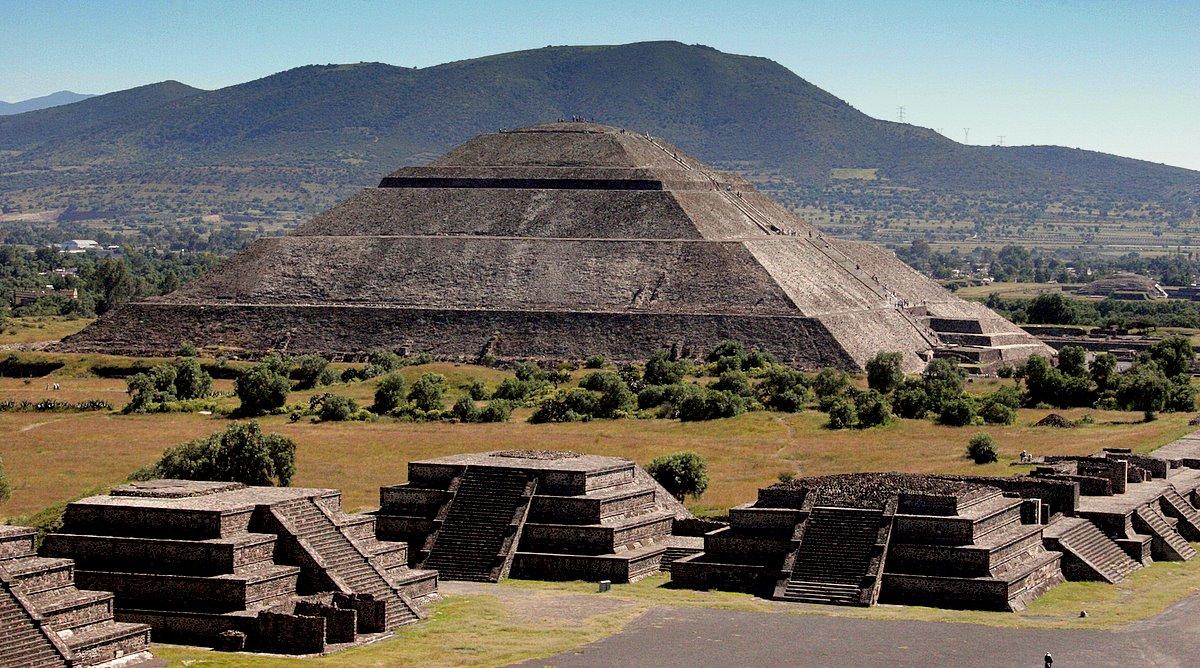 Пирамиды в Теотиуакане
