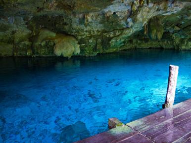 Сеноты. прозрачная и чистая вода