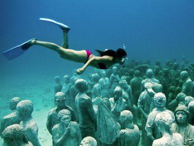 Плавание в подводном музее статуй
