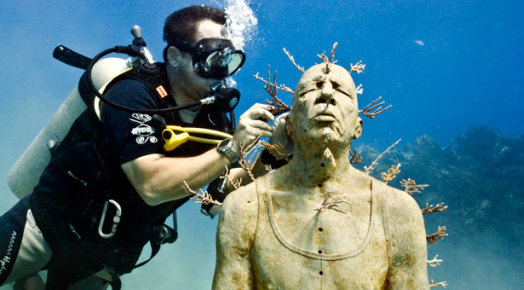 Подсадка кораллов в музее фигур