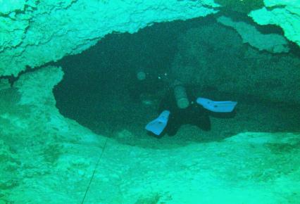 Дайверы в Мексике в пещерах