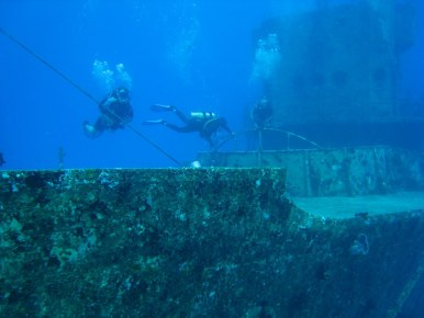 Дайвинг на судно под водой