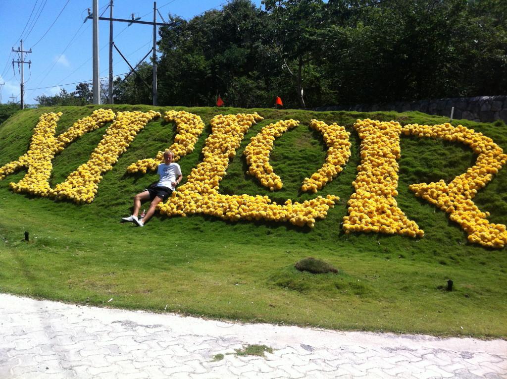Цветочная клумба парка Эксплор