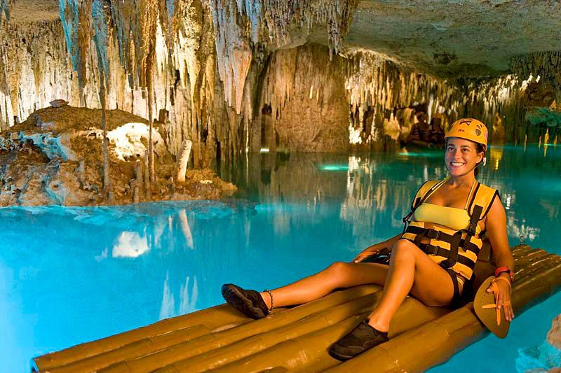 На плоту по подземной реке Xplor Эксплор в Мексике