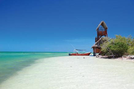 Дикий пляж на острове Хольбош. Мексика
