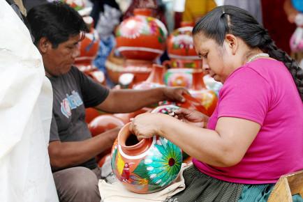 Красильщики кувшинов в Мексике