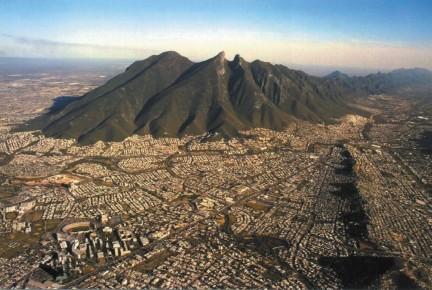 Монтеррей у подножия горы. Мексика