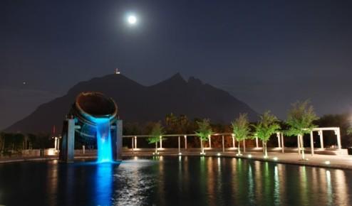 Потрясающий фонтан в Фундидора парке. Монтеррей