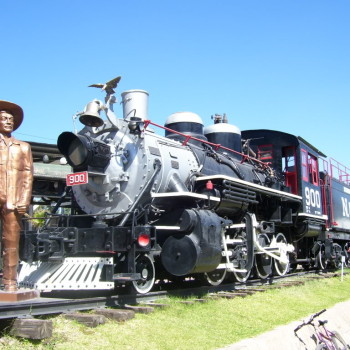 Хесус Гарсиа Корона и его локомотив. Дуранго. Мексика