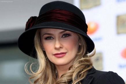 Арасели Арамбула начала сниматься в 1994 году в небольших эпизодах в теленовелле «Узница любви»