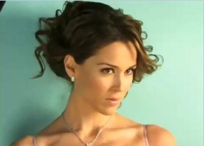 Жаклин Бракамонтес в 2002 году получает небольшую роль в сериале «Между любовью и ненавистью»