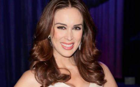 Жаклин Бракамонтес становится Мисс Мексика в 2000 году