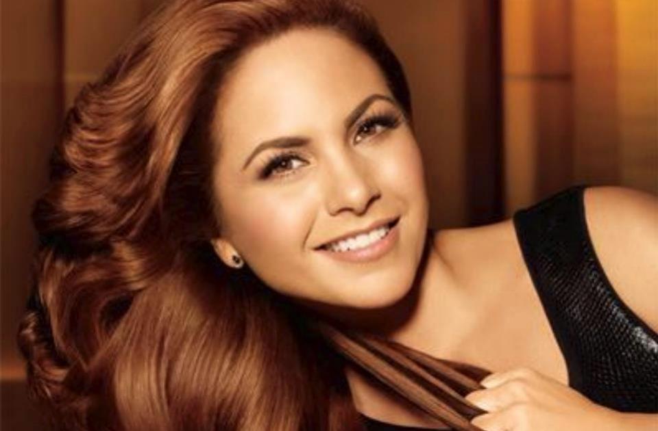 Лусеро Леон Голова, более известна под псевдонимом Лусеро, родилась в Мехико, 29 августа в 1969 году