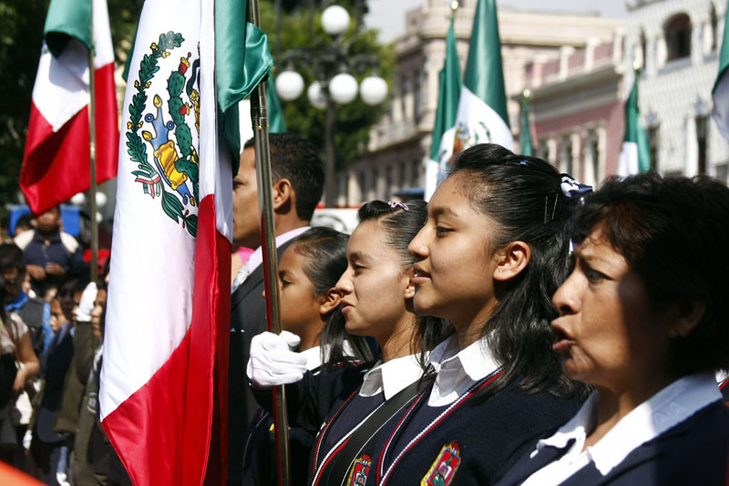 Мексиканские учащиеся на параде в день Конституции