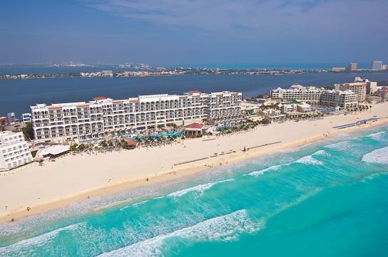 Набережная Канкуна в зоне отелей. Позади лагуна Ничупте