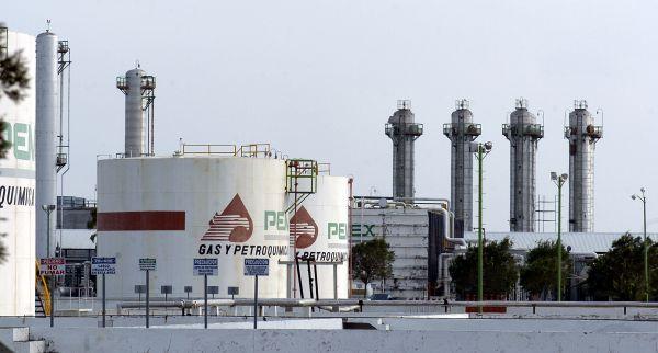 Нефтехимический завод Пемекс в Мексике. Нефтедобывающая и нефтеперерабатывающая промышленность